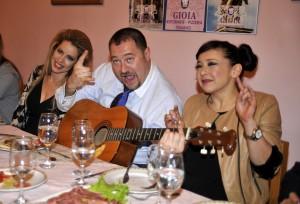 Бонд хапнаха автентична италианска паста и гледаха мач в ресторант Джоя