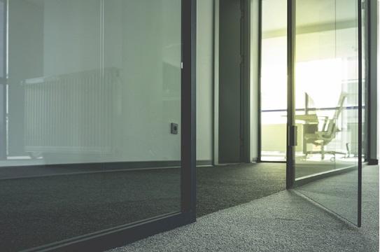 Предимства на стъклените врати