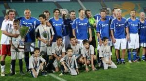 Христо Стоичков, Любо Пенев и Илиан Илиев излизат срещу световни футболни звезди