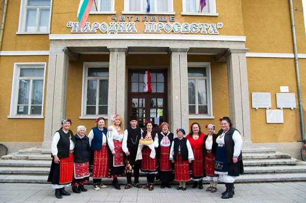 Цяло село заживя с български народни носи - Преоткрий традициите