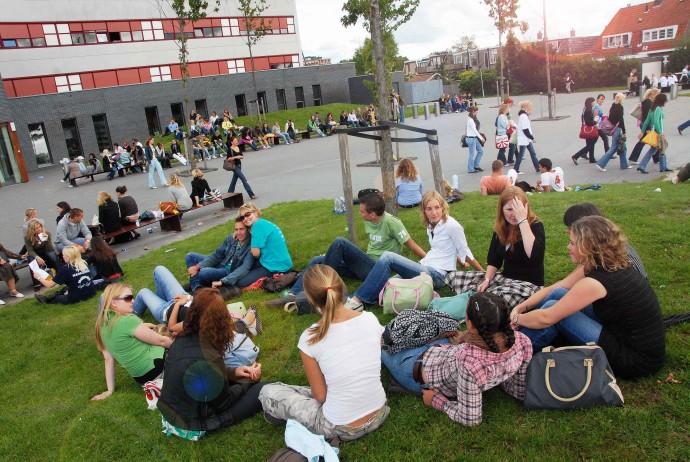 Oбучават безплатно български кандидат-студенти