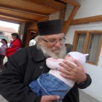 помощ, дарение, отец Иван